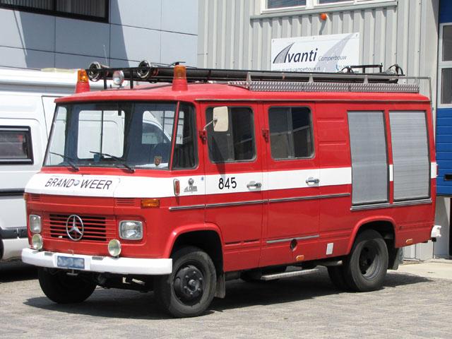Mercedes Benz 409D brandweerato camper
